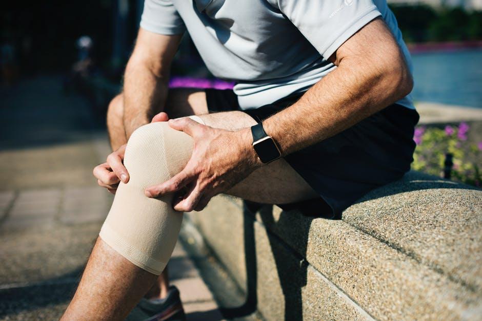راهکارهای جادویی برای کاهش زانو درد + راه های درمان آن