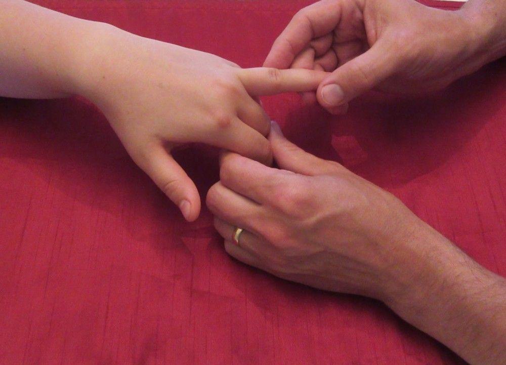 علت و درمان گز گز کردن نوک انگشتان دست چیست ؟