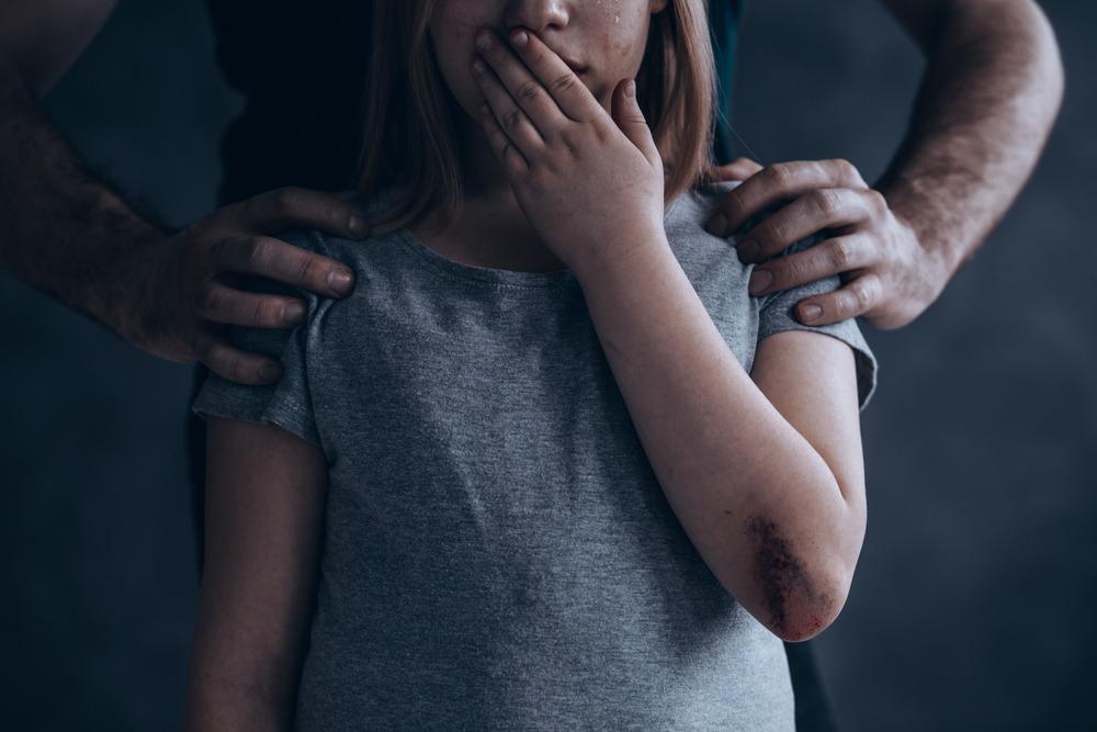 علت کودک آزاری / ۱۲ راهکار جلوگیری از کودک آزاری کدامند ؟