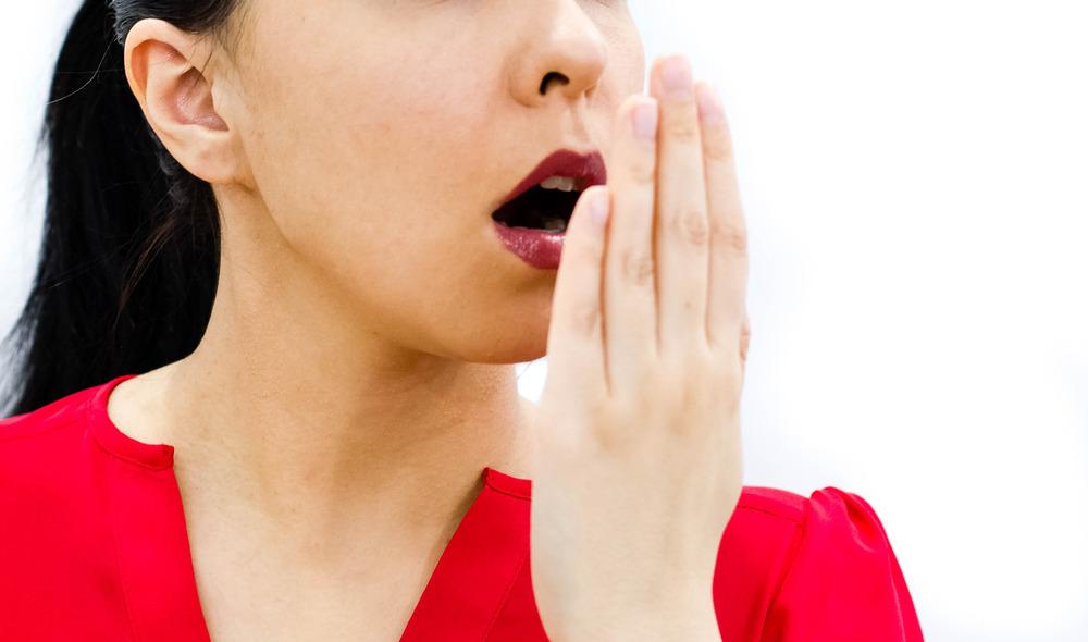 ۲۱ درمان خانگی رفع بوی بد دهان