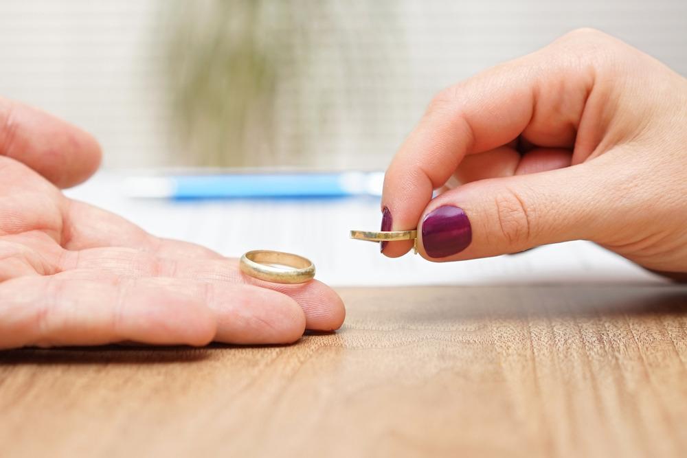 طلاق از طرف زن در چه حالتی قابل انجام است؟