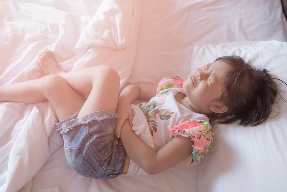 ۹ درمان خانگی فوق العاده برای دل درد کودکان