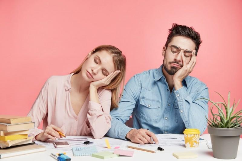 ۱۷ دلیل اصلی احساس خستگی : چرا همیشه احساس خستگی میکنیم ؟