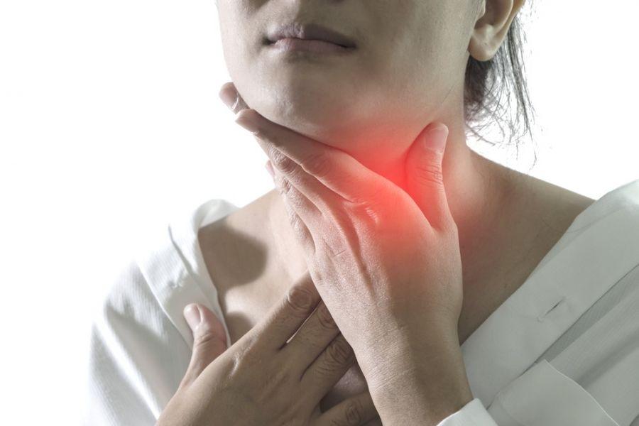 ۹ درمان خانگی برای تارهای صوتی متورم