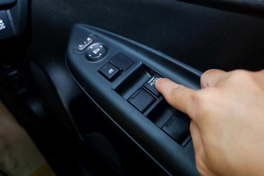آموزش قدم به قدم عیب یابی بالابر شیشه خودرو