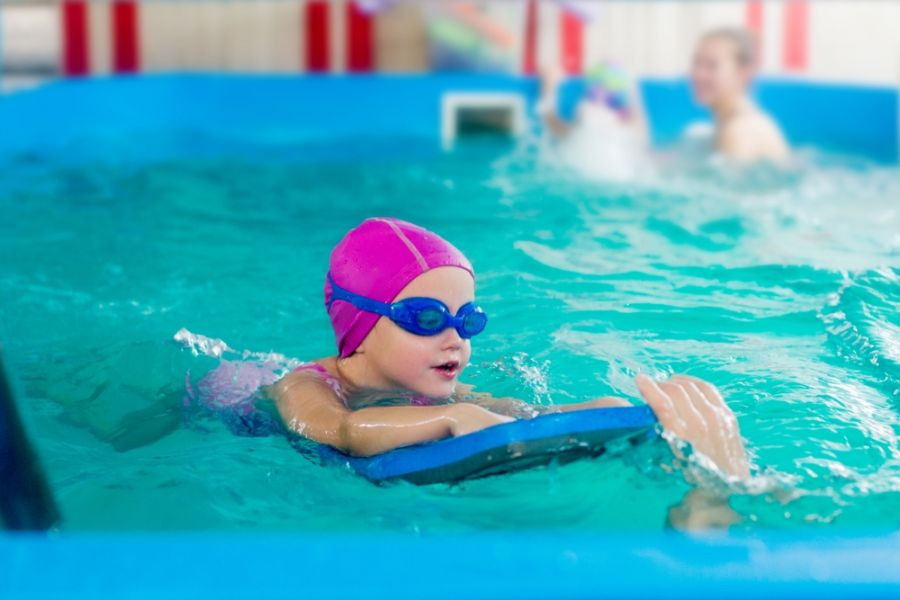 بهترین سن آموزش شنا به کودکان چه سنی است ؟