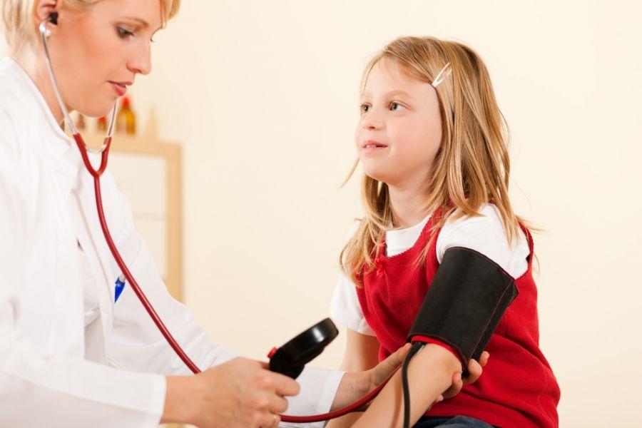 علت و علائم فشار خون بالا در کودکان چیست و چگونه درمان می شود ؟