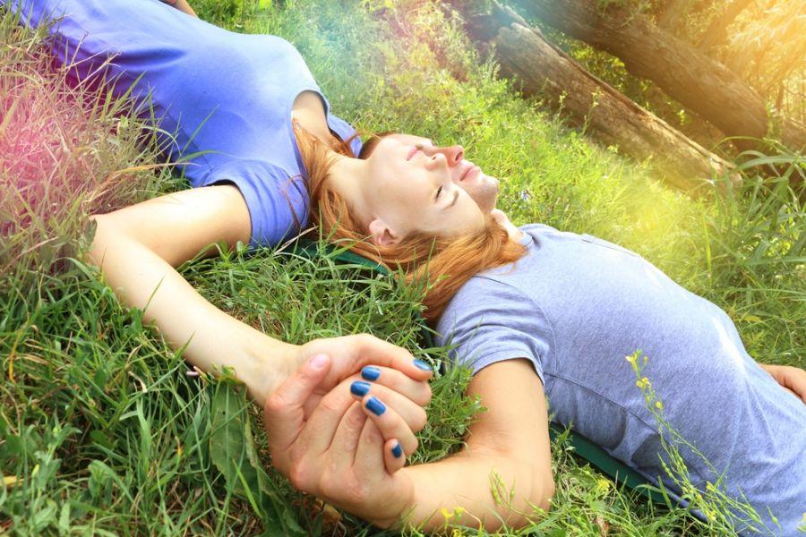 ۱۲ نشانه و ویژگی های عشق واقعی در یک رابطه عاشقانه