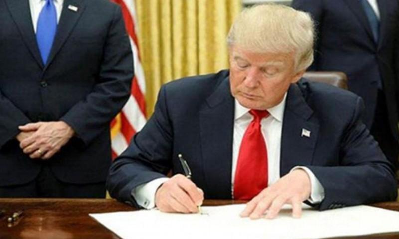 ترامپ فرمان اجرایی بازگشت تحریمهای هسته ای ایران را امضا کرد
