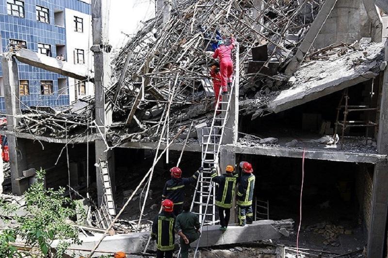 ۷ کشته در ریزش ساختمانی درخیابان پورسینای مشهد