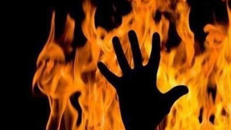 پسر ۱۹ ساله، پدرش را در آتش سوزاند
