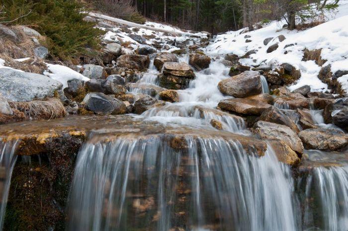 تعبیر خواب آب جاری : دیدن آب جاری در خواب نشانه چیست ؟