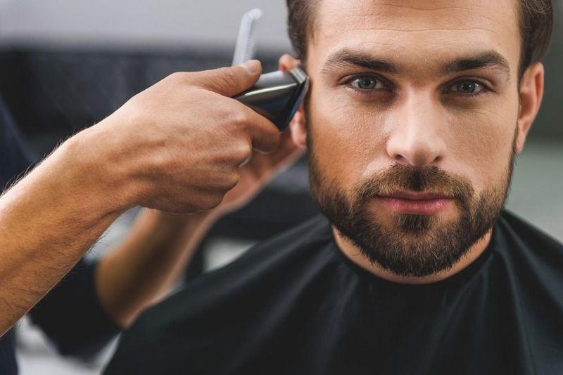 ۲۱ تعبیر خواب کوتاه کردن مو