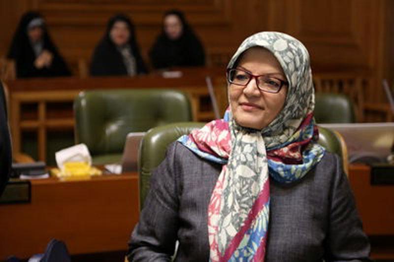 از ناهید خداکرمی ، عضو شورای شهر به دلیل انتشار توئیتهای ضد حجابش شکایت شده