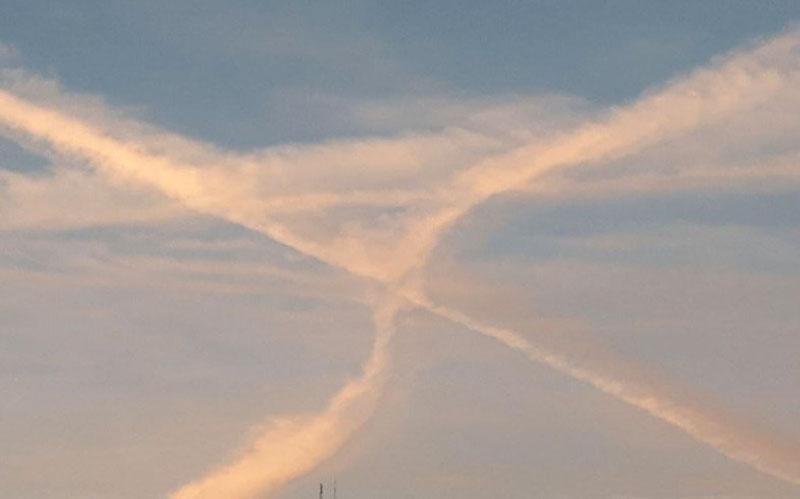ماجرای خطوط عجیب در آسمان ایران چیست ؟