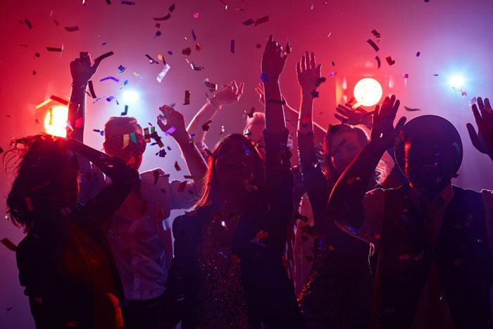 تعبیر خواب جشن : ۳۰ نشانه و تفسیر دیدن جشن در خواب