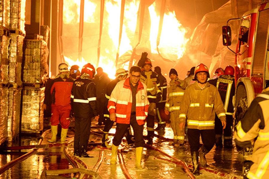 جزئیات حادثه آتش سوزی شرکت ایران چسب + تصاویر