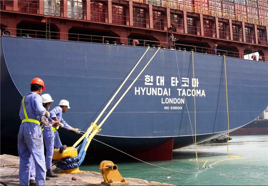 یک کشتی کانتینری در بندرعباس غرق شد
