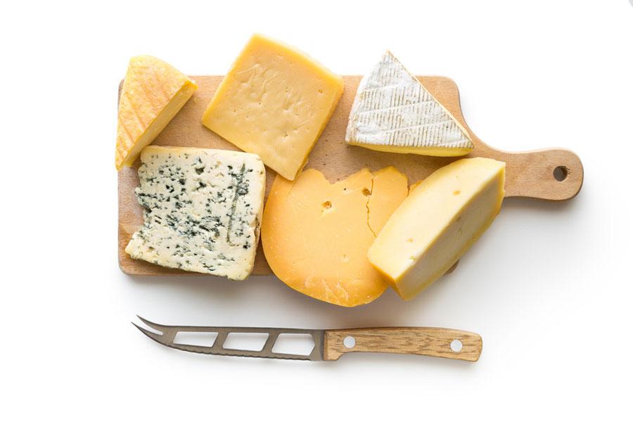 تعبیر خواب پنیر : ۳۲ نشانه و تفسیر دیدن پنیر در خواب