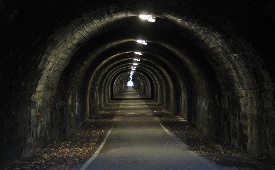 تعبیر خواب تونل : ۴۰ نشانه و تفسیر دیدن تونل در خواب