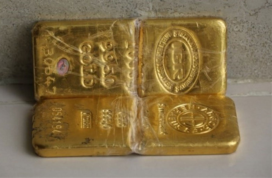 کشف ۲ شمش طلا به ارزش بیش از یک میلیارد در کفش یک مسافر