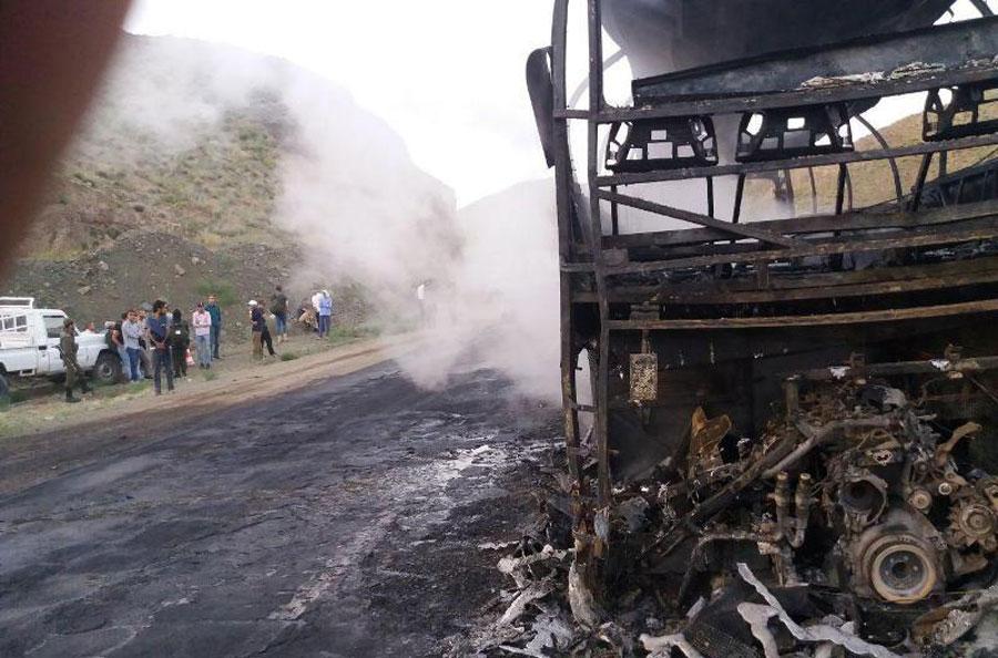 آتش سوزی اتوبوس حامل سربازان وظیفه در بیرجند