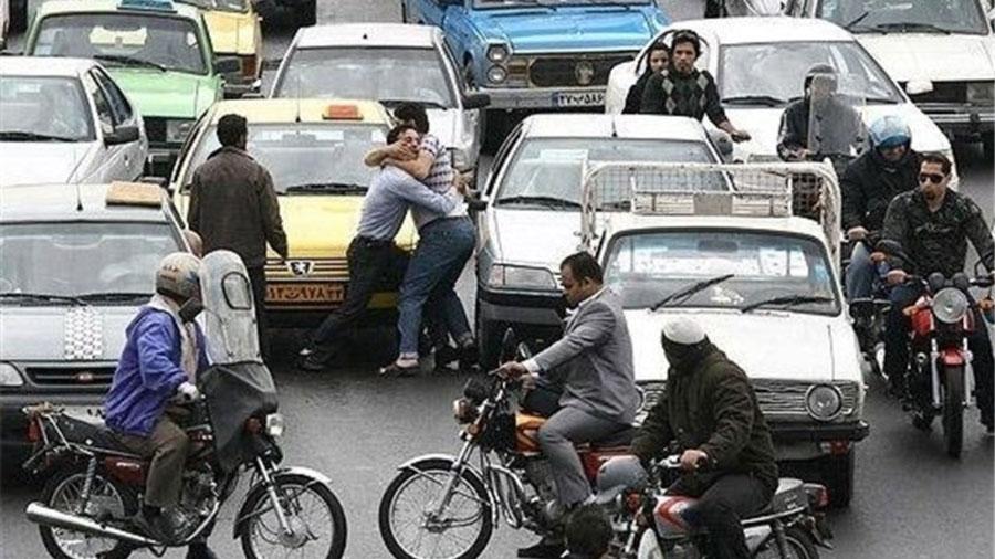 مرگ راننده تاکسی در ترافیک تهران !