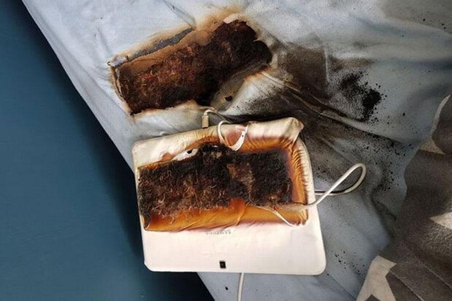 تبلت سامسونگ رختخواب پسربچه را سوزاند!