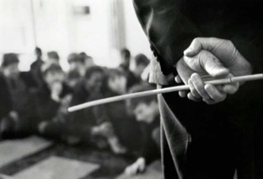 تنبیه بدنی دانش آموز در ملارد جنجالی شد + فیلم