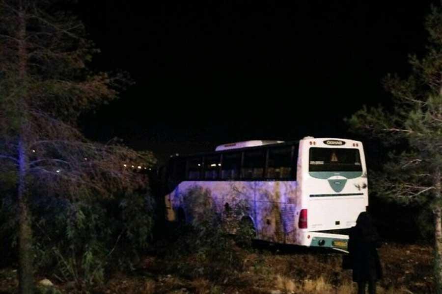 واژگونی اتوبوس در محور سمنان-دامغان/ ۲۲ نفر مصدوم شدند