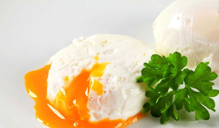 روش طبخ و دستور پخت تخم مرغ نیمرو بدون روغن