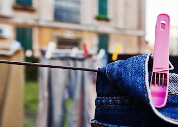 چگونه از رنگ پریدگی لباسهای جین جلوگیری کنیم
