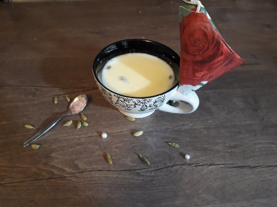 دلایلی که شما را به خوردن شیر و عسل تشویق میکند