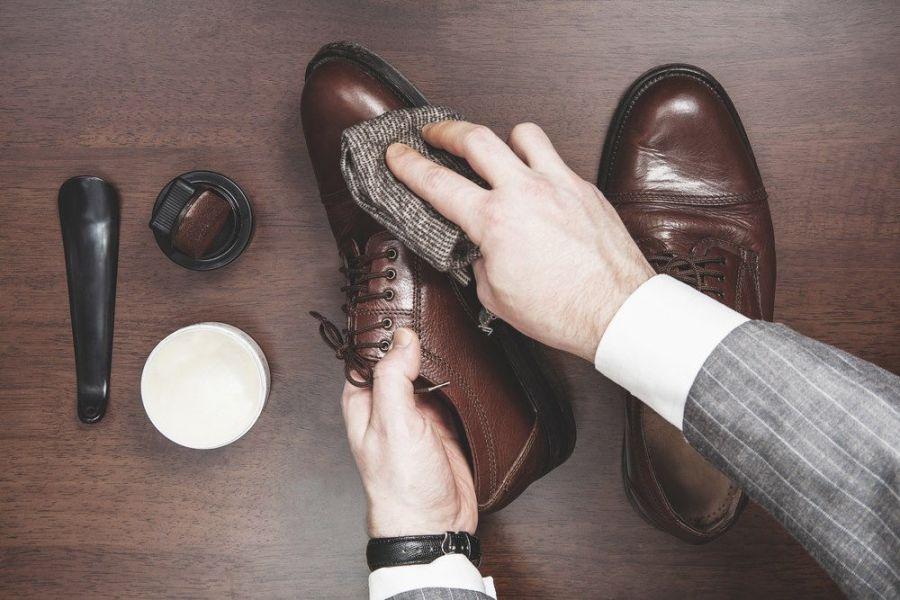 آموزش قدم به قدم برای نگهداری و تمیز کردن کیف و کفش چرمی