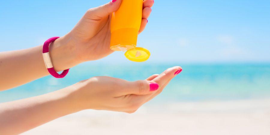 هرگز با کرم ضد آفتاب شنا نکنید