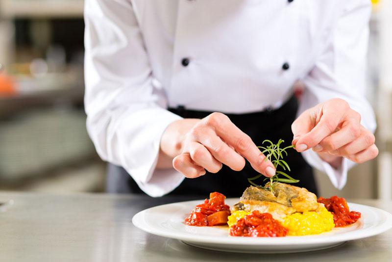 آشپزی همراه با رعایت اصول و آداب اسلامی
