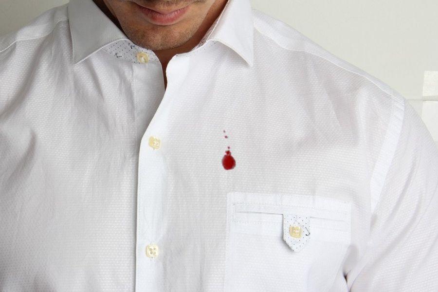 از بین بردن لکه خون از روی لباس با چند ترفند ساده