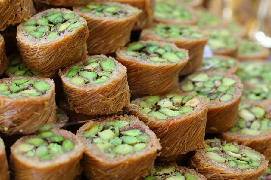 کاداییف رول شده گردویی شیرینی مخصوص ماه رمضان از کشور ترکیه