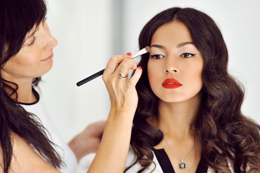 ۶ مرحله ساده و قدم به قدم برای یک آرایش ملایم صورت