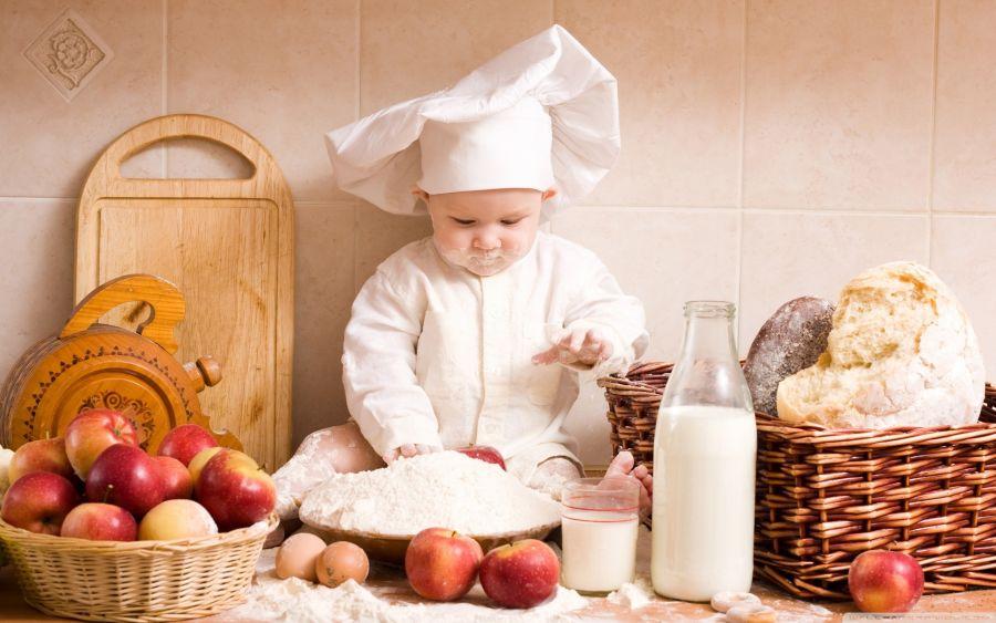 10 دستور غذایی جالب تهیه شده از سیب برای کودکان