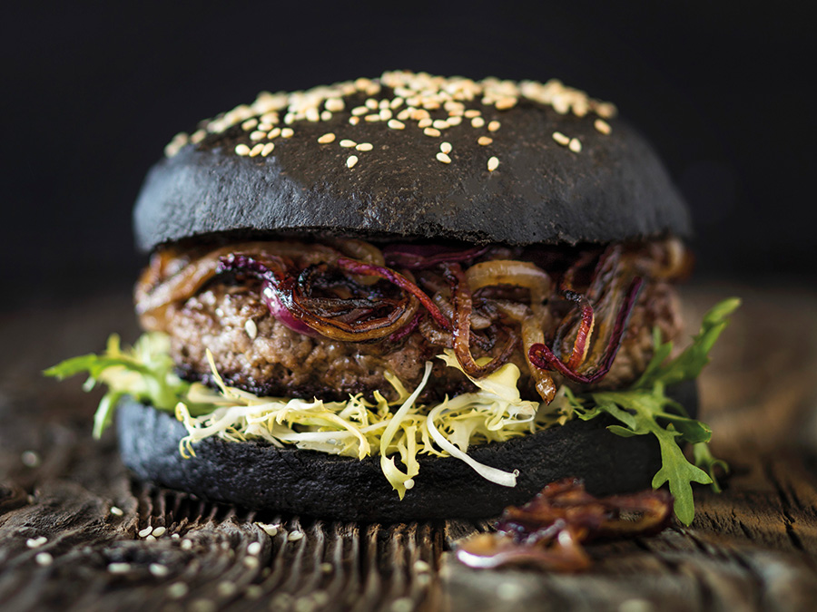 آیا با انواع همبرگر ذغالی خوشمزه آشنا هستید ؟