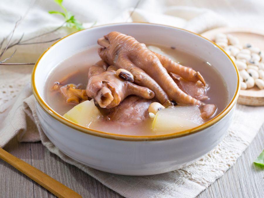 روش شستشو و خورد کردن مرغ و تهیه سوپ عصاره پای مرغ