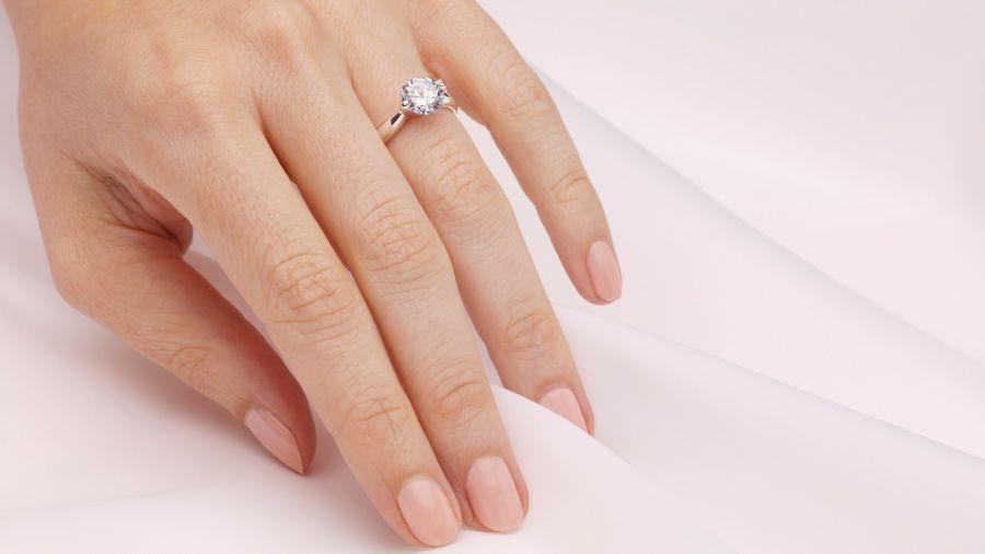 چگونه انگشتر نقره سیاه شده را سفید کنیم؟