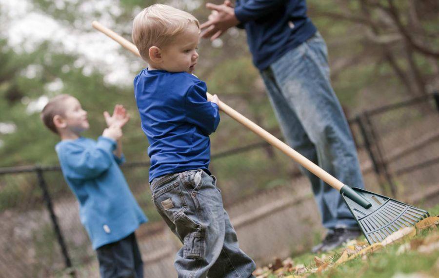 کودکان از چه سنی می توانند کار با ابزار را شروع کنند؟