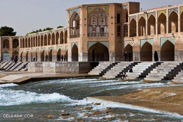 پل خواجو ، تاجی متقارن بر سر زاینده رود اصفهان
