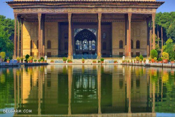 کاخ چهل ستون اصفهان، تصویری رقصان در آب