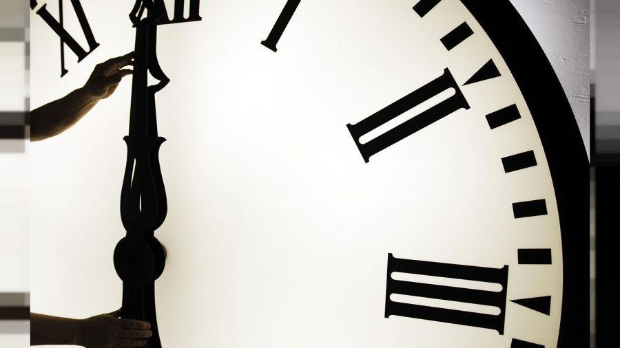 ساعت رسمی کشور در اول فروردین ماه چه تغییری می کند ؟