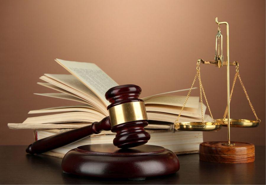 فرق قاضی با دادستان چیست و هر کدام چه وظایفی دارند ؟
