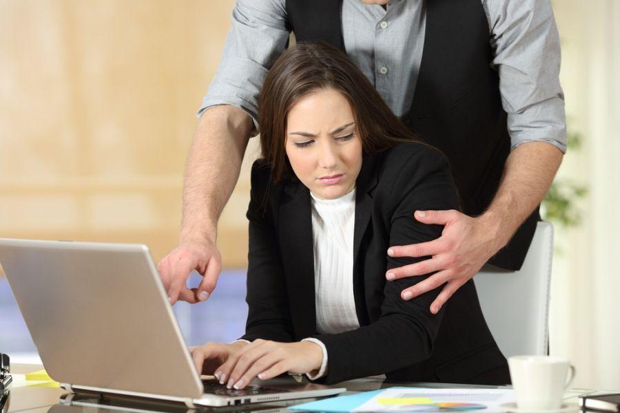 مجازات مزاحمت برای بانوان در محل کار چیست ؟