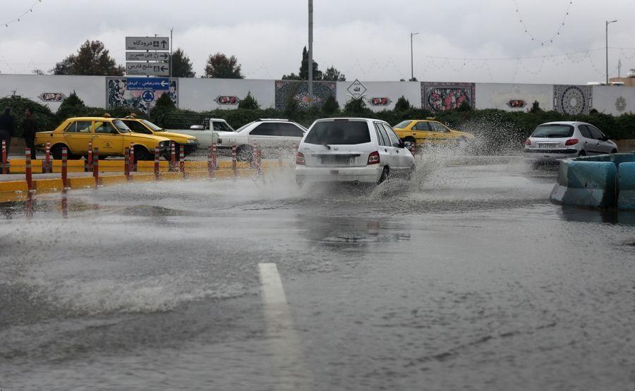 سیل در شیراز ۲۰۰ خودرو را با خود برد